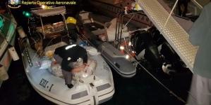 Canale d'Otranto, bloccato un gommone con a bordo 800 kg di marijuana