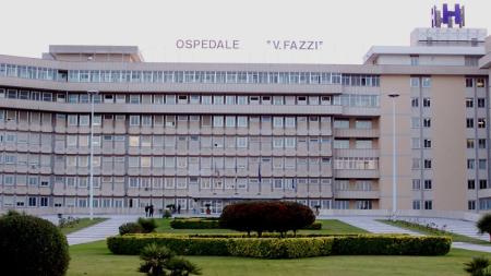 """Tragedia all'ospedale """"Vito Fazzi"""", paziente precipata dal quarto piano e muore sul colpo"""