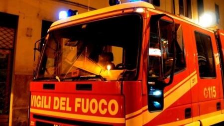 Notte di paura in centro: evacuato un palazzo per un incendio