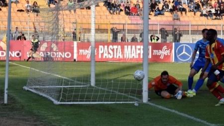 Calcio: Lecce sconfitto in casa dal Matera