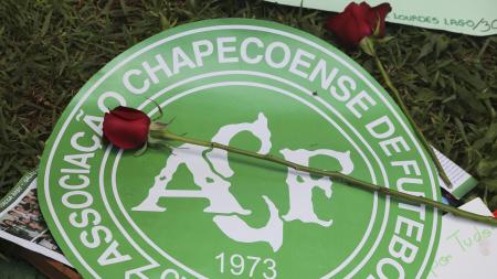 Tragedia Chapecoense: il Lecce con il logo della squadra brasiliana