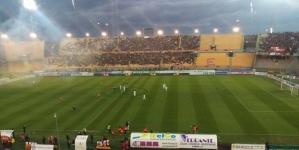 """Il Lecce sbatte contro il Monopoli: 3-3 al """"Via del Mare"""""""