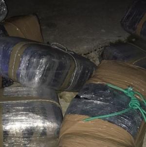 Ritrovati 183 kg di droga sulla banchina di Porto Miggiano