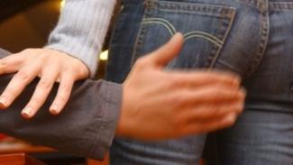 Molesta una 18enne:  denunciato 90enne