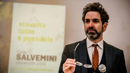 Minacce di morte in strada al sindaco Carlo Salvemini