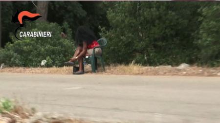 Donne schiave per prostituzione: 5 arresti