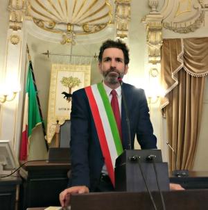 Il sindaco Salvemini rinuncia alle tessere per lo stadio