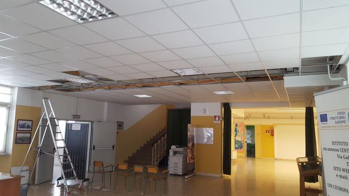 """Maltempo, crolla controsoffitto nella scuola primaria """"Aldo Moro"""""""