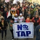 Gasdotto Tap, 150 manifestanti bloccano le betoniere dirette al cantiere