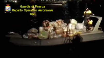 Sequestrato gommone con 600 chili di marijuana: 2 arresti