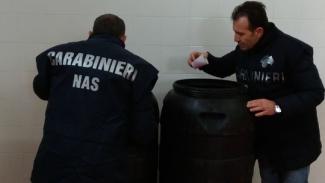 Adulterava il vino con zucchero e sostanze chimiche: arrestato imprenditore