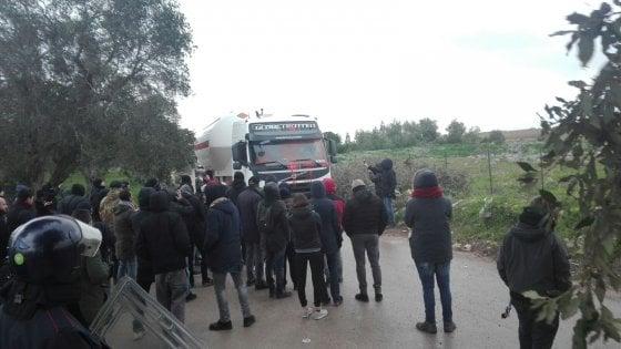 Tap, attivisti bloccano l'ingresso nel cantiere di San Foca