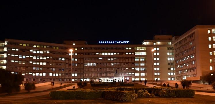"""Tragico volo dal quarto piano dell'ospedale """"Vito Fazzi"""": muore paziente"""