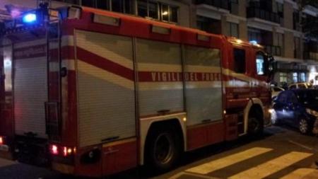 Furgone carico di oli esausti in fiamme nella notte a Monteroni
