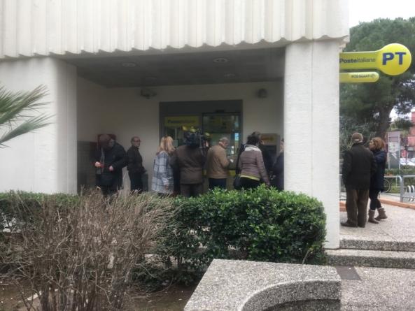 Rapina a mano armata in ufficio postale: malviventi in fuga con il bottino