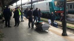 Accecato dal sole muore travolto dal treno clochard 58enne
