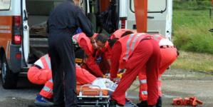 Scontro tra bus di studenti e auto: un ferito in codice rosso