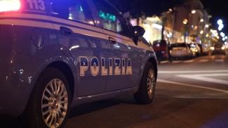 Soccorre donna che ha avuto incidente e tenta di violentarla: arrestato 24enne