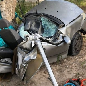 Auto contro albero di ulivo: muore 20enne