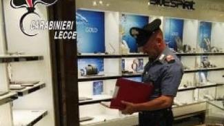 Assalto a centro commerciale: rapinata una gioielleria
