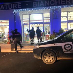Armati di fucili e pistole assaltano negozio cinese a Campi Salentina
