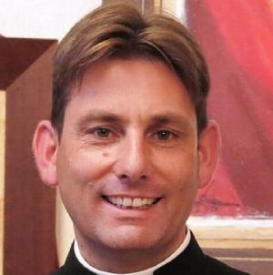 Colpi arma contro auto del prete antimafia don Antonio Coluccia