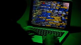 Famiglia schiava del web: per due anni e mezzo chiusa in casa