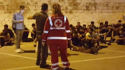 Tratti in salvo 198 migranti al largo di Otranto