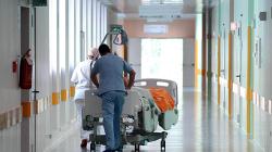 Si opera all'ernia ma si risveglia senza un testicolo: 40enne sarà risarcito
