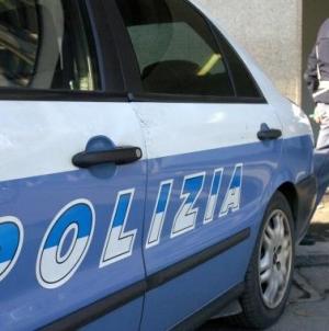 Furti in un negozio di elettronica insieme alla figlia di 8 anni: arrestato 36enne