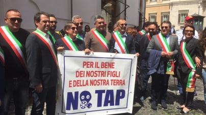 No Tap, Emiliano guida a Roma la protesta dei sindaci salentini