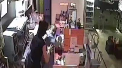 Postano su Facebook il selfie dopo il colpo: sgominata banda di rapinatori