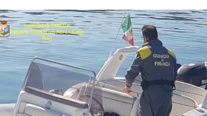 Rubarono gommone nelle acque di San Cataldo: arrestati due baresi