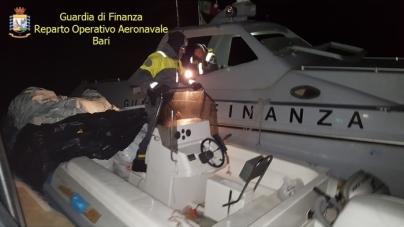 Intercettato in mare un gommone con 500 kg di marijuana