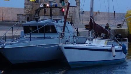 Migranti, in 10 soccorsi al largo di Otranto su barca in avaria