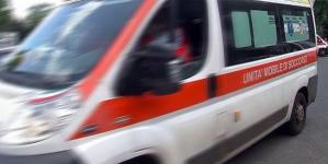 Rapinatore fugge e si schianta durante inseguimento: è grave