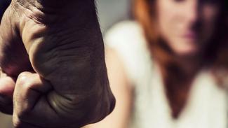 Picchia la moglie ed il figlio: arrestato un 38enne