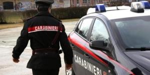 Carabinieri si camuffano da scaricatori di birra e rintracciano ricercato: arrestato 26enne