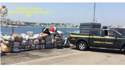 Una tonnellata di marijuana a bordo di un motoscafo: sequestro da 10 milioni