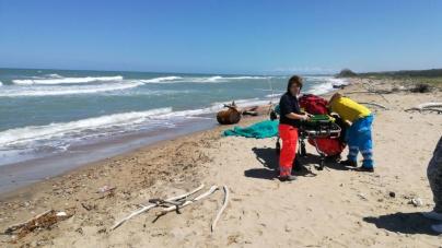 Malore fatale mentre fa il bagno in mare: muore turista 76enne