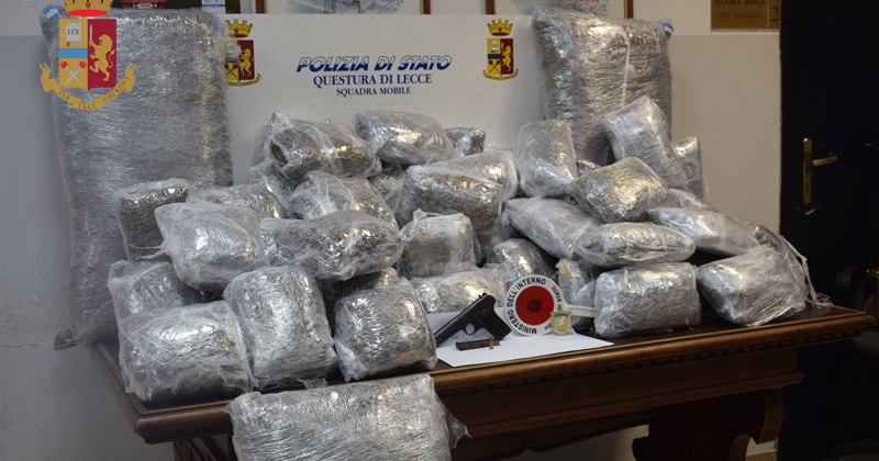 Intercettata scafo con mezza tonnellata di marijuana: 4 arresti