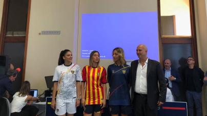 """""""La fede non va in vacanza"""": il Lecce presenta le nuove maglie per la serie B"""