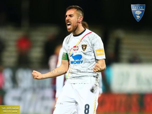 Serie B, il Lecce espugna l'Arechi di Salerno