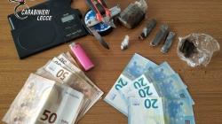 Sorpreso a confezionare dosi di hashish: arrestato 45enne