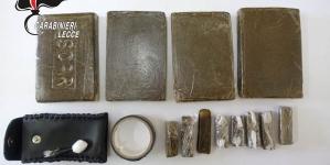 Custodiva droga in tasca ed in bagno: arrestato 50enne per spaccio