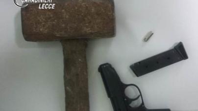 Picchia amica e la minaccia con una pistola per avere informazioni sulla ex: arrestato 29enne