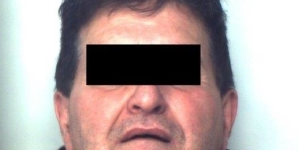 Picchia e maltratta l'anziano zio paterno: arrestato 56enne