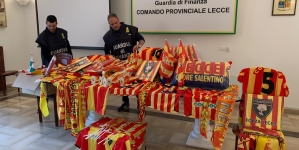 """Sequestrati centinaia di prodotti contraffatti con il marchio """"U.S. Lecce"""""""