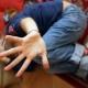 Abusi sessuali e violenze su bambino di 5 anni indagati il padre e uno zio
