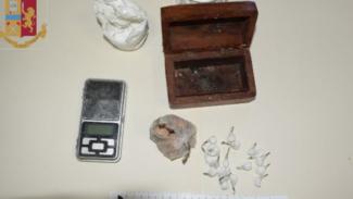 Sorpreso in casa con cocaina ed eroina: arrestato 36enne leccese